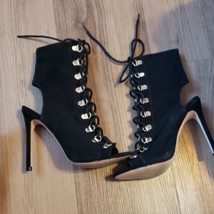 Steve Madden lace up black bootie